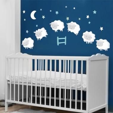 Ovejitas bebé - Combinación mint - Vinilos infantiles Vinilos infantiles Bebé Vinilo decorativo de pared con simpáticas ovejitas saltando la valla. Un entrañable diseño, totalmente actualizado, para decorar habitaciones de bebés.Se puede adquirir con las ovejas gris claro o blancas. Medidas aproximadas del vinilo montado (ancho x alto) Básico: 90x40 cm Pequeño:125x54 cm Mediano:150x64 cm Grande:220x100 cm Gigante:300x140cm AÑADE UN NOMBRE AL VINILO DESDE 9,99€ vinilos infantiles y bebé Starstick