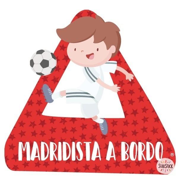 """Madridista a bordo - Vinils per a cotxe Adhesius Nadó a bord """"Madridista a bordo"""" Triangle per a cotxes amb el dibuix d'un nen vestit del Reial Madrid. Vinils per enganxar a la partposterior del cotxe.Mida del triangle: 16x15 cmMaterial: Vinil mat laminat vinilos infantiles y bebé Starstick"""
