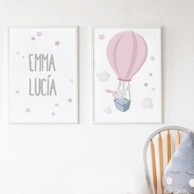 Pack de 2 láminas decorativas - Conejito explorador en globo rosa Láminas con nombre Conjunto de dos láminas infantiles personalizables con uno o dos nombres. Láminas decorativas para habitaciones de niños y bebés. Medidas (ancho x alto)  A4 - 210 x 297 mm A3 - 297 x 420 mm A2 - 420 x 594 mm    Material: Impresión sobre canvas Marco: Opcional vinilos infantiles y bebé Starstick