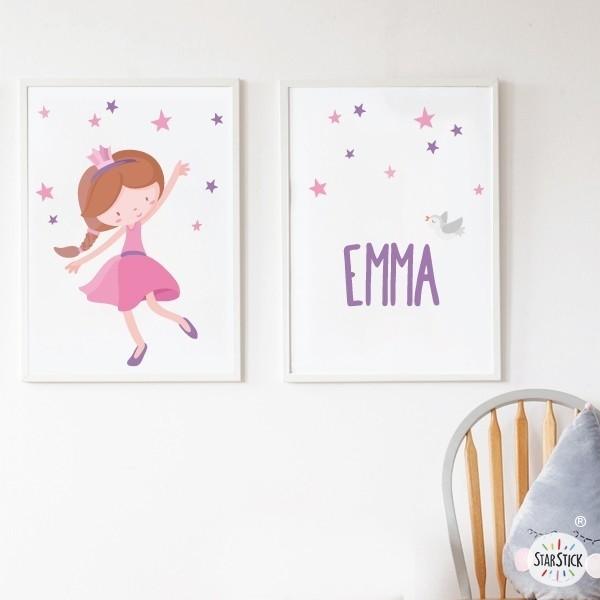 Pack de 2 láminas decorativas - Princesa infantil rosa  Láminas con nombre Láminas infantiles para enmarcar. Cuadros con ilustraciones de princesas, perfectos para niñas y niños que les gusta el fantástico mundo de las princesas, hadas y caballeros. Se puede personalizables con uno o dos nombres. Medidas (ancho x alto) A4 - 210 x 297 mm A3 - 297 x 420 mm A2 - 420 x 594 mm   Material: Impresión sobre canvas Marco: Opcional vinilos infantiles y bebé Starstick
