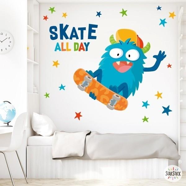 Monstre skater - Vinils per nen Vinils Nen Divertidíssim vinil decoratiu per a nens enamorats dels skaters. Un vinil mural ideal per a nens amb caràcter. El pack inclou el monstre, les estrelles i les lletres. Posa color a les teves parets!  Mides aproximades del vinil enganxat (ample x alt) Bàsic: 70x40 cm Petit:115x60 cm  Mitjà:145x80 cm  Gran: 200x100 cm Gegant:250x150 cm AFEGEIX UN NOM PER EL VINIL DE 9,99€   vinilos infantiles y bebé Starstick