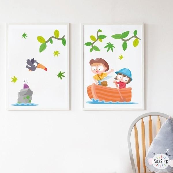 Lot de 2 affiche chambre enfant - Enfants explorateurs Affiche avec nom Dimensions (largeur x hauteur) A4 - 210 x 297 mm A3 - 297 x 420 mm A2 - 420 x 594 mm  Matériel: Impression sur toile Cadre: Optionnel   vinilos infantiles y bebé Starstick