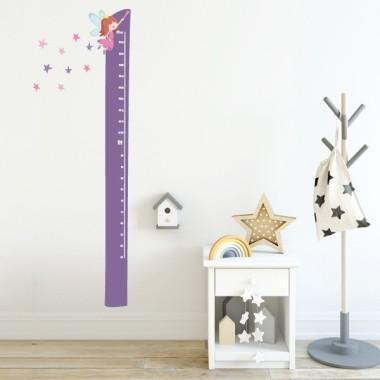 Mesurador Fada amb estrelles - Vinils infantils Mesuradors Vinils mesuradors infantils per medir i decorar les habitacions dels petits de casa. Aquest mesurador lila és perfecte per combinar amb els vinils de fades.  Midesdel vinil Mida de la làmina: 21x135 cm Mida del muntatge: 45x135 cm Inclou 16 etiquetes per marcar el que vulguis! vinilos infantiles y bebé Starstick