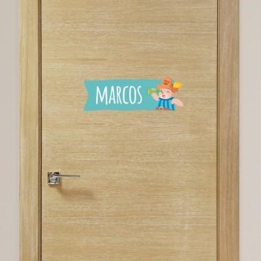 Barco pirata con animales - Vinilo personalizable - Nombre para puertas Vinilos para puertas Vinilo personalizable con uno o dos nombres. Animales piratas súper divertidos para pegar en la puerta, la pared, la cuna... Vinilos totalmente personalizados para decorar habitaciones de bebés. Tamaño de la lámina y montaje Lámina 1 nombre:29x18 cm Lámina 2 nombres:29x22,5 cm vinilos infantiles y bebé Starstick