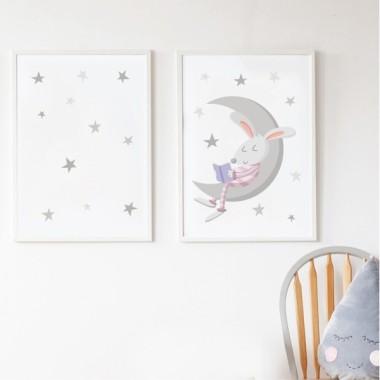 Lot de 2 affiche chambre enfant - Lapin lisant sur la lune Affiche avec nom Dimensions (largeur x hauteur) A4 - 210 x 297 mm A3 - 297 x 420 mm A2 - 420 x 594 mm   Matériel: Impression sur toile Cadre: Optionnel   vinilos infantiles y bebé Starstick