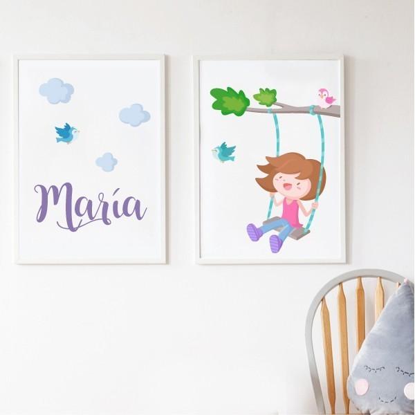 Pack de 2 láminas decorativas - Árbol con columpio. Niña Láminas con nombre Pack de dos láminas infantiles para enmarcar. Láminas con un conejito leyendo en la luna y estrellas de colores. Se puede adquirir en rosa o en azul, y si se desea se puede personalizar con uno o dos nombres. Medidas (ancho x alto) A4 - 210 x 297 mm A3 - 297 x 420 mm A2 - 420 x 594 mm  Material: Impresión sobre canvas Marco: Opcional vinilos infantiles y bebé Starstick