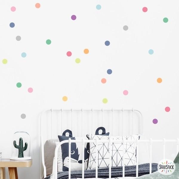 Confetti. Couleurs pastels - Sticker muraux chambre bébé Stickers triangle et dots Les Tailles 30 dots. 5 cm de diamètre chacuneTaille de la feuille: 60x20 cmTaille du montage: 150x100 cm  vinilos infantiles y bebé Starstick