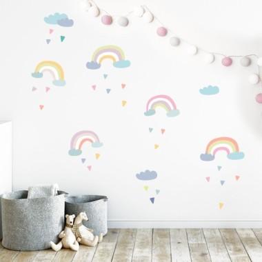 Rainbow - Stickers pour filles et bébés Sticker muraux chambre bébé Les Tailles5Rainbow de 22 à 29 cm de large chacun3 nuages entre 13 et 18 cm de large25 triangles entre 3 et 4 cmTaille de la feuille: 60x40 cmTaille du montage: 150x100 cm  AJOUTE UN NOM POUR LE VINYLE À PARTIR DE 9,99€   vinilos infantiles y bebé Starstick