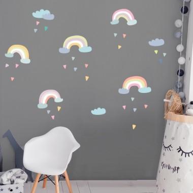 Vinilo infantil Arcoíris - niñas y bebés Vinilos infantiles Bebé Vinilo decorativo con nubes, arco iris y gotas de lluvia de colores. Vinilo en tonos pastel, y un cierto aire vintage, perfecto para decorar habitaciones de niñas y bebés. Medidas del vinilo 5 arcoiris entre 22 y 29 cm de ancho cada uno3 nubes entre 13 y 18 cm de ancho25 triángulos entre 3 y 4 cmTamaño de la lámina: 60x40 cmTamaño del montaje: 150x100 cm AÑADE UN NOMBRE AL VINILO DESDE 9,99€  vinilos infantiles y bebé Starstick
