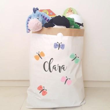 Paperbag - Papillons - Sac en papier Paper bag Taille du sac: 60x70x16 (largeur x hauteur x base)Matière: 3 couches de papier kraft très résistant (extérieur blanc et intérieur ocre) vinilos infantiles y bebé Starstick