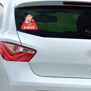 """Niña y perro a bordo –  Bebé a bordo triángulo para coche Stickers bébé à bord """"A bordo"""". Triángulos informativos de diseño, para pegar en la parte posterior de los vehículos. Pegatinas de gran calidad y fáciles de colocar.Bebé a bordo triángulo para coche Tamaño del triangulo: 16x15 cm Material: Vinilo mate laminado vinilos infantiles y bebé Starstick"""