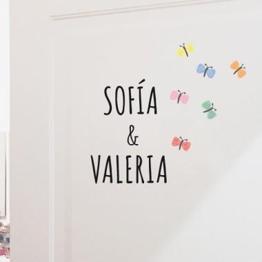 Nom amb papallones - Vinil personalitzable - Nom per a portes Vinils per portes amb nom Vinil decoratiu amb un o dos noms i papallone de colors. Vinils originals totalment personalitzables, per enganxar en portes, mobles, parets... Atreveix-te i decora la teva llar amb els vinils personalitzats d'StarStick.  Mida de la làmina i del muntatge Làmina amb 1 nom: 22x17 cm Col·locat amb les papallones: 28x34 cmLàmina amb 2 noms:24x24 cmCol·locat amb les papallones:40x36 cm vinilos infantiles y bebé Starstick