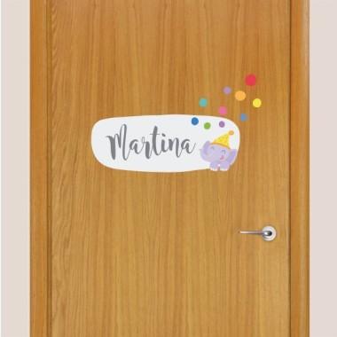 Tren con animales y confeti - Vinilo con nombre para puertas Vinilos para puertas Vinilo para puertas personalizable con uno o dos nombres. Vinilos decorativos a juego con los murales de pared. Una idea genial para decorar las puertas de las habitaciones de los peques. Tamaño de la lámina y montaje 1 nombre: 30x20 cm 2 nombres: 30x24 cm   vinilos infantiles y bebé Starstick
