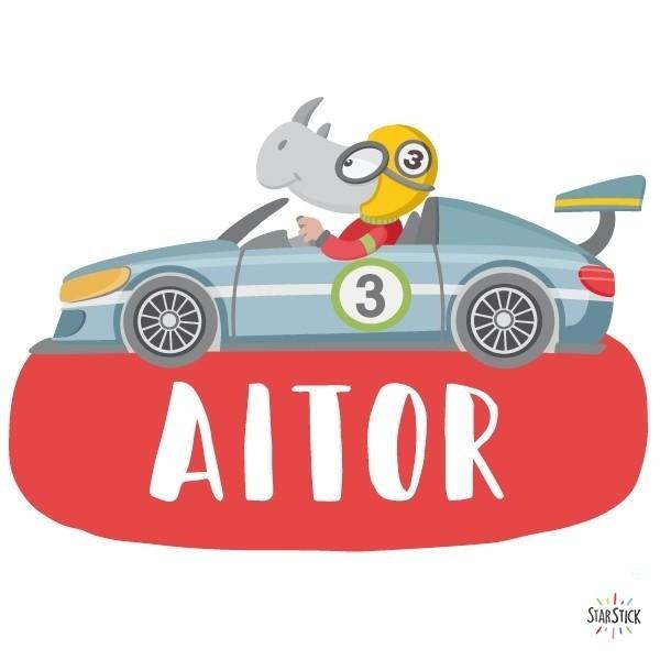 Voiture de course avec rhinocéros - Sticker nom de porte Stickers porte chambre Taillede la feuille/montage 1 prénom: 26x18 cm 2 prénoms: 26x23 cm     vinilos infantiles y bebé Starstick