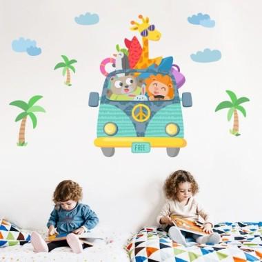 Vinil nadó i nens - Furgo càmping Vinils infantils Nen  Original vinil infantil amb una furgoneta plena d'animals. Vinils decoratius de gran qualitat i dissenys únics. Capaços de donar un toc especial a qualsevol habitació infantil. Atreveix-te i s'aconsegueix una decoració infantil espectacular.   Mides aproximades del vinil enganxat (ample x alt) Bàsic: 70x35 cm Petit: 100x55 cm Mitjà:130x70 cm Gran:170x100 cm Gegant:220x145 cm  vinilos infantiles y bebé Starstick