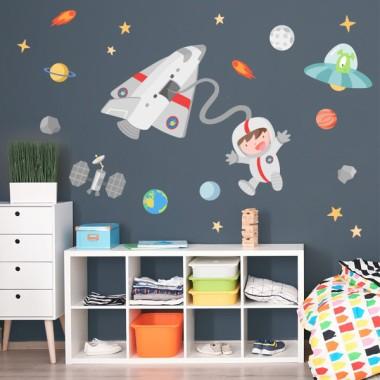 Vinilo niño Astronauta en el espacio - Vinilos infantiles Vinilos infantiles Niño Vinilo decorativo de pared con un astronauta y su transbordador. Vinilo infantil lleno de pequeños detalles, ideal para convertir una pared en un auténtico espacio.  Medidas aproximadas del vinilo montado (ancho x alto) Básico:70x50 cm Pequeño:110X55 cm Mediano:160X75 cm Grande:225x110 cm Gigante:300X175 cm  AÑADE UN NOMBRE AL VINILO DESDE 9,99€ vinilos infantiles y bebé Starstick