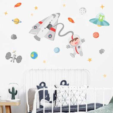 Vinilo niño Astronauta en el espacio - Vinilos infantiles