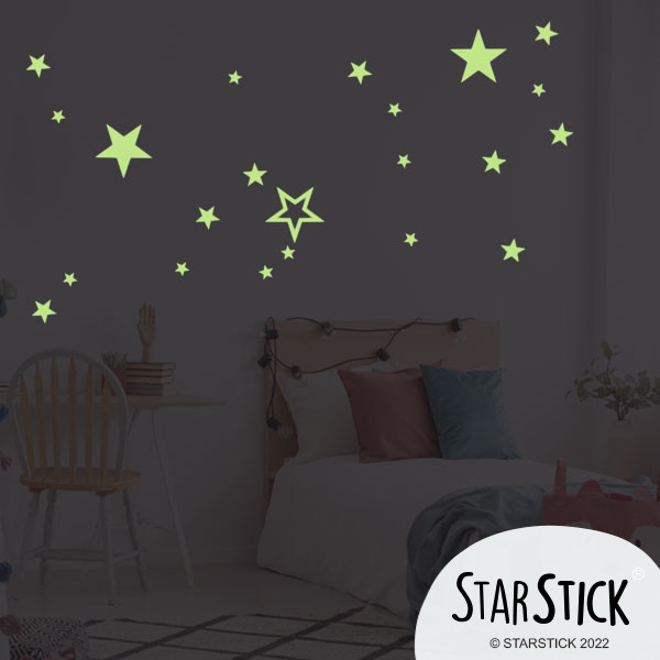 Estrellas fluorescentes - Vinilo decorativo Inicio Estrellas fluorescentes de distintos tamaños. Divertidos y originales vinilos que brillan en la oscuridad. Medidas del vinilo Tamaño de la lámina:30x40 cm Unidades y tamaños:29Estrellas. Entre 4 y 14 cm de ancho vinilos infantiles y bebé Starstick