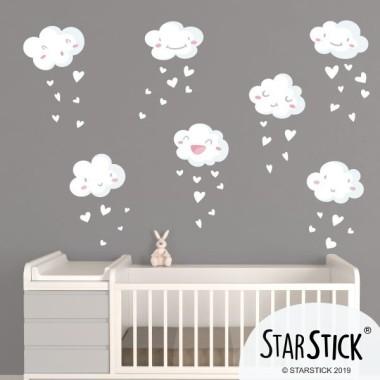Pluja de cors - Vinil Infantil Vinils nadó Vinil infantil amb dolços núvols que provoquen una pluja de cors de colors. Mides aproximades del vinil enganxat (ample x alt) Petit:110x65 cm Mitjà:155x90 cm Gran:205x125 cm Gegant:275x190 cm vinilos infantiles y bebé Starstick