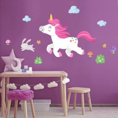 Vinils per a nenes i nens - El passeig de l'unicorn Vinils infantils nenes  Posa color a les habitacions infantils amb els divertits vinils d'unicorn de StarStick. Existeixen diferents models, combinables entre ells, amb els quals aconseguiràs una decoració estupenda. Totes les figures són independents, les pots enganxar amb la composició que més s'adapti al teu paret.  Mides aproximades del vinil enganxat (ample x alt) Bàsic:70x40cm Petit:115x55 cm Mitjà:145x65cm Gran:200x90 cm Gegant:260x125cm  AFEGEIX UN NOMALVINIL DESDE 9,99€   vinilos infantiles y bebé Starstick