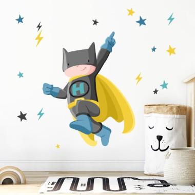 Superheroi batboy - Vinils decoratius nens Vinils infantils Nen  Si tens un súper heroi a casa, et presentem el seu vinil ideal. Vinils infantils pensats per donar color, motivació i alegria a les habitacions infantils. El vinil inclou el nen súper heroi, els llamps i les estrelles de colors. Instal·la aquesta divertida il·lustració a la paret del teufill i el tindràs més que feliç!  Mides aproximades del vinil enganxat (ample x alt) Bàsic:68x50 cm Petit:100x75 cm Mitjà:150x90 cm Gran:200x130 cm Gegant:250x200 cm  AFEGEIX UN NOMALVINIL DESDE 9,99€   vinilos infantiles y bebé Starstick