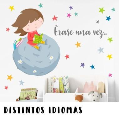 Nena llegint sobre un planeta - Vinils infantils personalitzats
