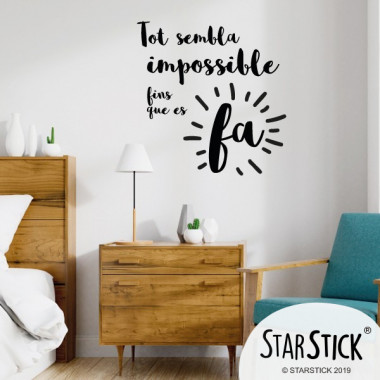 Tout semble impossible jusqu'à ce qu'il soit fait - Stickers décoratifs phrases et citations Stickers citations et phrases Dimensions approximatives (largeur x hauteur) Petit: 30x31 cm Moyen: 45x46 cm Grand: 60x60 cm Géant: 100x100 cm   vinilos infantiles y bebé Starstick