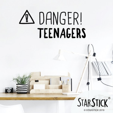 Danger! les adolescents - Stickers décoratifs phrases et citations Stickers phrase Dimensions approximatives (largeur x hauteur) Petit: 35x12 cm Moyen: 45x16 cm Grand: 60x21 cm     vinilos infantiles y bebé Starstick