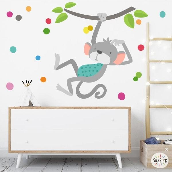 El mico saltador - Vinil decoratiu per a nadó Vinils nadó Alegra l'habitació del teu nadó amb aquest divertit vinil del mono saltador. El vinil inclou el mico, les branques i el confeti de colors. A més, si ho desitgeu, el podeu personalitzar amb el nom de el nadó. Mides aproximades del vinil enganxat (ample x alt) Bàsic:70x40 cm Petit:100x70 cm Mitjà:140x85 cm Gran:200x120 cm Gegant:240x140 cm  AFEGEIX UN NOM PER EL VINIL DE 9,99€  vinilos infantiles y bebé Starstick