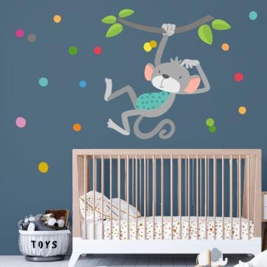 El mono saltarín - Vinilo decorativo para bebé Vinilos infantiles Bebé Alegra la habitación de tu bebé con éste divertido vinilo del monito saltarín. El vinilo incluye el mono, las ramas y el confeti de colores. Además, si lo deseas, lo puedes personalizar con el nombre del bebé.  Medidas aproximadas del vinilo montado (ancho x alto) Básico:70x40 cm Pequeño:100x70 cm Mediano:140x85 cm Grande:200x120 cm Gigante:240x140 cm  AÑADE UN NOMBRE AL VINILO DESDE 9,99€  vinilos infantiles y bebé Starstick