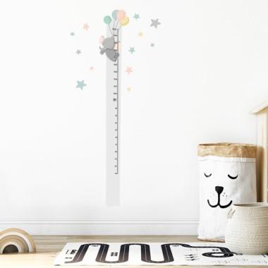 Vinil mesurador - Elefant amb globus Mesuradors Decora les habitacions infantils amb aquest divertit vinil mesurador. Vinils decoratius aptes per enganxar en parets o mobles. Aquest model està disponible en tres colors diferents.  Midesdel vinil Mida de la làmina: 20x135 cm Mida del muntatge: 50x135 cm Inclou 16 etiquetes per marcar el que vulguis! vinilos infantiles y bebé Starstick