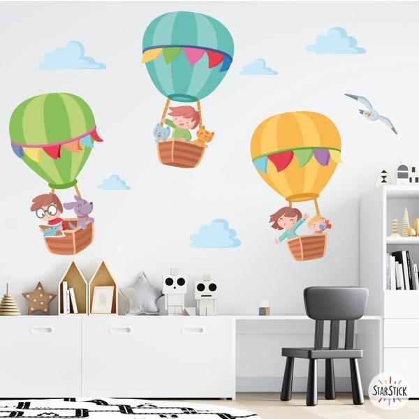 Aventura en Globo - Vinilos infantiles para niños y bebés Vinilos infantiles Bebé Divertidos globos de colores para decorar las paredes de las habitaciones infantiles. Un vinilo que te permitirá llenar de emoción y alegría la habitación de los pequeños de casa. Un diseño encantador ideal para niños de todas las edades. El pack incluye los globos con los niños, las nubes y la gaviota.  Medidas aproximadas del vinilo montado (ancho x alto) Básico: 70x40 cm Pequeño:110x55cm Mediano:150x70 cm Grande:200x100 cm Gigante:275x125 cm  AÑADE UN NOMBRE AL VINILO DESDE 9,99€ vinilos infantiles y bebé Starstick