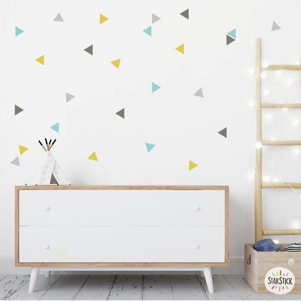 Triángulos combinación Elegant - Vinilos de pared Vinilos básicos. Estrellas, topos... Elegantecombinación de triángulos en tonos de gris, amarillo yturquesa. Colócalos en tu pared con la combinación que más te guste y haz que tus habitaciones o salones se llenen de vida y encanto. Pégalos en la pared con la distribución que más te guste.  Medidas detallada del viniloTamaño de la lámina:60x12 cmTamaño de cada triangulo:3,5 x 4 cmNúmero de triángulos:50(amarillo, turquesa, gris tierray gris claro)  AÑADE UN NOMBRE AL VINILO DESDE 9,99€         vinilos infantiles y bebé Starstick