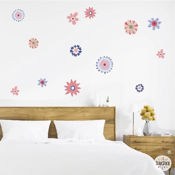 Flores Scandy tonos rojo y azul - Vinilos de pared para el hogar Vinilos casa Alegres flores primaverales en tonos de rojo y azul. Un vinilo decorativo perfecto para decorar cualquier espacio de de tu hogar. Vinilos de diseño que aportaran frescura y naturalidad en tus paredes. Medidasdel vinilo 13 flores Tamaño de la lámina: 60x33 cm Tamaño del montaje: 150x100 cm Tamaño de las flores: entre 7 y 15 cm de diámetro cada una  vinilos infantiles y bebé Starstick