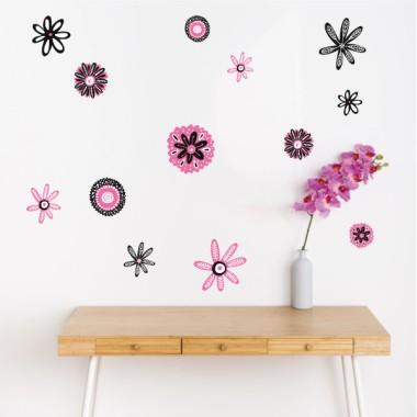 ¡Elige color! Flores Scandy - Vinilos de pared para el hogar Vinilos casa ¡Elige color!Alegra tus paredes con flores de colores. ¿Te gusta el amarillo? ¿El lila? No hay problema, en StarStick hemos diseñado vinilos que cada uno puede personalizar a su gusto. Pegatinas decorativas de pared que harán de tu hogar un espacio agradable, acogedor y lleno de naturalidad.  Medidasdel vinilo 13 flores Tamaño de la lámina: 60x33 cm Tamaño del montaje: 150x100 cm Tamaño de las flores: entre 7 y 15 cm de diámetro cada una  vinilos infantiles y bebé Starstick