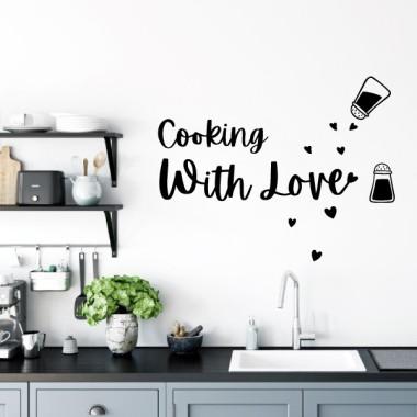 Cocinando con amor - Vinilos decorativos para cocinas Vinilos casa Si cocinas con amor, se nota. Vinilos decorativos para cocinas llenas de cariño y amor. Pegatinas decorativas con distintos colores, tamaños e idiomas a elegir. Vinilos de diseño pensados para ti. Medidasdel vinilo montado (ancho x alto) Básico: 52x40 cm Pequeño:75x60 cm Mediano:110x85 cm Grande:160x125 cm Gigante:210x180cm  vinilos infantiles y bebé Starstick