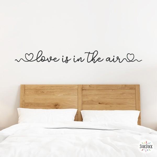 """Love is in the air - Vinils casa Vinils casa Vinil decoratiu de paret amb la frase """"Love is in the air"""". Un vinil perfecte per decorar capçals de llit, menjadors, rebedors... La frase es pot adquirir en blanc o en negre, i si es vol, es poden seleccionar els cors de color. Decora la teva casa amb adhesius de paret de la marca StarStick; vinils de gran qualitat i dissenys encantadors! Mesures aproximadesdel vinilmuntat (ample x alt) Bàsic: 115x12 cm Petit: 156x15,5 cm Mitjà: 221x22 cm Gran: 304x30 cm Gegant: 400x39 cm      vinilos infantiles y bebé Starstick"""