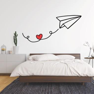 Avión de papel con corazón - Vinilos adhesivos de pared Vinilos casa ¡Llenemos el ambiente con notas de amor! Vinilo decorativo para paredes. Pegatinas adhesivas con diseños exclusivos e impresos con materiales de gran calidad. Decora con productos de la marca StarStick y consigue unos resultados increíbles.Medidas aproximadas del vinilo montado (ancho x alto) Básico: 87x40cm Pequeño:135x60 cm Mediano:160x75 m Grande:230x105cm Gigante: 310x140cm  vinilos infantiles y bebé Starstick