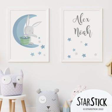 Pack de 2 láminas decorativas - Conejito en la luna repartiendo estrellas - Azul