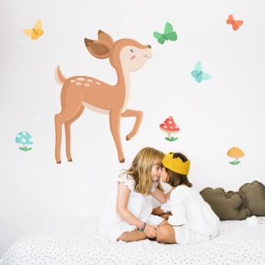 Vinilo para bebés y niñas - Cervatillo infantil Vinilos Infantiles Vinilo decorativo de pared con un bebé ciervo jugando en el bosque. Vinilos para bebés y niñas de gran calidad. Productos llenos de ternura y diseño. Elvinilo incluye el cervatillo, las cetas y las mariposas. Medidas aproximadas del vinilo infantil montado (ancho x alto) Básico: 70x45 cm Pequeño:105x65 cm Mediano:140x90 cm Grande: 180x110cm Gigante:230x150 cm  AÑADE UN NOMBRE AL VINILO DESDE 9,99€    vinilos infantiles y bebé Starstick