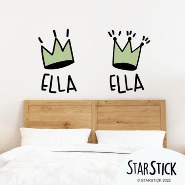 Ella & Ella. Coronas decorativas - Vinilos de pared para el hogar Vinilos casa ¡Cada uno tiene su espacio! Vinilos decorativos para decorar las paredes con mucho humor. El vinilo incluye las dos coronas y el texto, que se puede elegir entre distintos idiomas. ¡StarStick, pegatinas adhesivas de lo más divertidas!Medidas aproximadas del vinilo montado (ancho x alto)Básico:18X27 cm cada corona y textoPequeño:28x47 cm cada corona y texto.Mediano:34x68 cm cada corona y texto.Grande:50x87 cm cada corona y texto.Gigante:62x105 cm cada corona y texto. vinilos infantiles y bebé Starstick