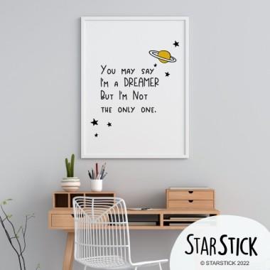 Lámina decorativa de pared - You may say I'm a dreamer... Láminas y cuadros hogar Láminas decorativas que transforman las paredes en murales llenos de simbolismo. Láminas de la marca StarStick, únicas, originales y fáciles de instalar. Medidas (ancho x alto) A4 - 210 x 297 mm A3 - 297 x 420 mm A2 - 420 x 594 mm  Material: Impresión sobre canvas Marco: Opcional vinilos infantiles y bebé Starstick