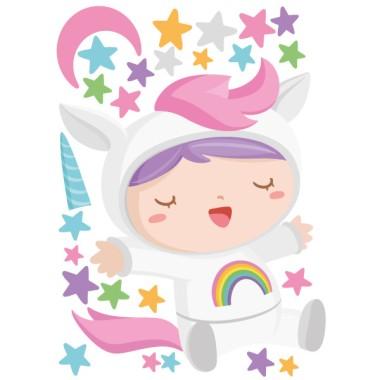 Vinilos infantiles - Bebé disfrazado de unicornio Vinilos infantiles Bebé Dulce bebé disfrazado de unicornio. Atrévete y decora de manera original y cariñosa la nueva habitación de tu bebé. Llénala de ternura y alegría con los divertidos vinilos de pared de la colección; bebés disfrazados. Cebras, tigres, unicornios… ¡Haz que la habitación de tus peques sea única con los exclusivos vinilos de StarStick! Medidas aproximadas del vinilo infantil montado (ancho x alto)Básico: 70x50 cmPequeño:100x 70 cmMediano: 140x90 cmGrande:200x140 cmGigante:270x165 cm  AÑADE UN NOMBRE AL VINILO DESDE 9,99€ vinilos infantiles y bebé Starstick