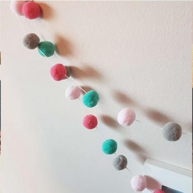 Guirnalda decorativa - Bolitas de fieltro combinación rosa gris