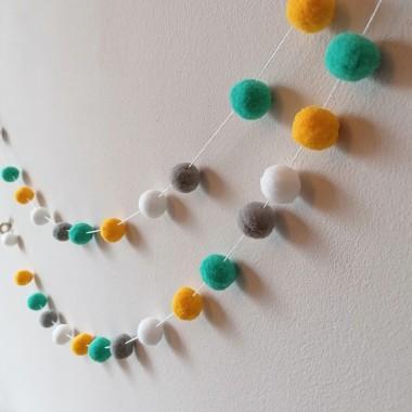 Guirnalda decorativa - Bolitas de fieltro combinación mostaza