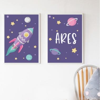 Lot de 2 affiche chambre enfant - Fusée lilas dans l'espace. Lilas