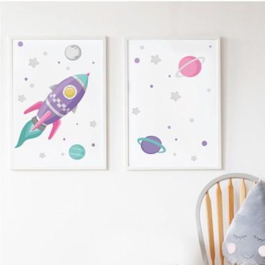 Lot de 2 affiche chambre enfant - Fusée lilas dans l'espace