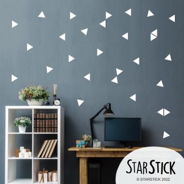 Triángulos nórdicos color a escoger - Vinilos decorativos Vinilos triángulos y siluetas Vinilo decorativo con triángulos color a escoger. Vinilos de formas geométricas para combinar como más te gusten. Puedes crear formas, letras o esparcir de forma irregular. ¿Empezamos?Medidas del viniloTamaño de la lámina: 60x12 cmTamaño de cada triangulo: 3,5 x 4 cmNúmero de triángulos: 50 (25 de cada color) 2 colores a elegir AÑADE UN NOMBRE AL VINILO DESDE 9,99€          vinilos infantiles y bebé Starstick