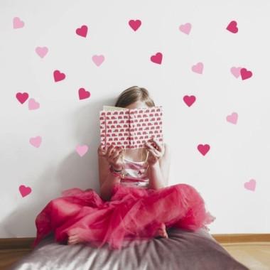 Corazones color a escoger - Vinilo infantil Vinilos siluetas y formas básicas Aporta color a tus paredes con corazones de vinilo de todos los colores. Juega con los colores y pégalos como quieras para conseguir una pared de lo mas original. Medidas del vinilo 21 corazones Tamaño de la lámina: 15x60 cm Tamaño de los corazones: 6x5,5 cm   AÑADE UN NOMBRE AL VINILO DESDE 9,99€  vinilos infantiles y bebé Starstick