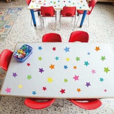 Estrellas de colores Party - Vinilo lavable Vinilos lavables Vinilo con estrellas de colores. Vinilos laminados altamente resistentes y lavables. Se puede pegar en todo tipo de superfícies lisas. Redecora tus paredes, juguetes, mesas, mamparas...  Medidas del vinilo Tamaño de la lámina:30x30 cm 50 estrellas: 2x1,5 cm, 2x2 cm y 4x4 cm    vinilos infantiles y bebé Starstick